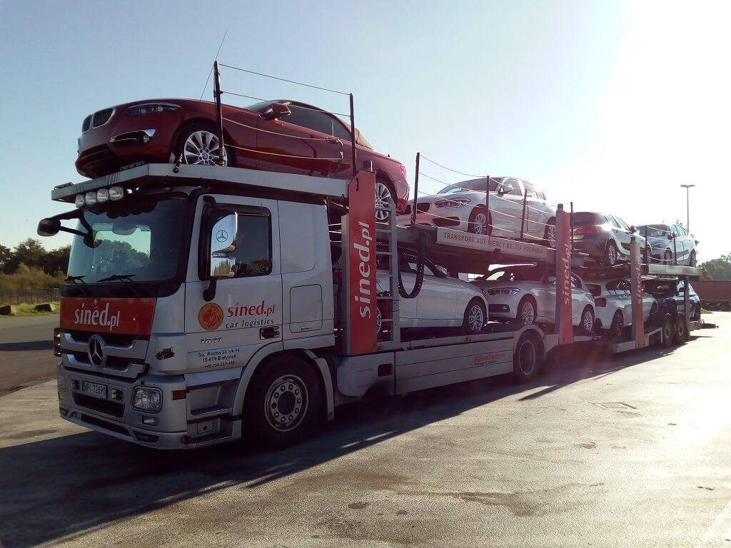 transport osobowych aut marki bmw